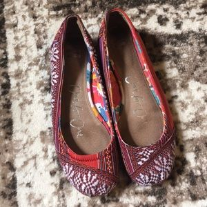 TOMS Ballet Shoes size 7.  BEAUTIFUL!  EUC